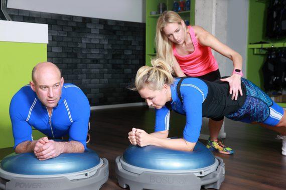 Beim ALIVE 656 Training werden Ihre 656 Muskeln bis in die Tiefe gelenkschonend gekräftigt und zusätzlich Übungen für einen starken Rumpf und mehr Beweglichkeit individuell angepasst.