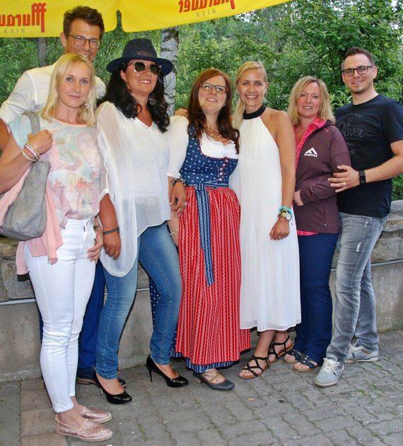 Toni Klein und Irene Eisner mit den Lungauer Challengern Doris, Gerlinde, Conny und Wolfgang, der sein Outfit Erika sponserte, weil sie am meisten abgenommen hat. Foto: Lungauer Nachrichten